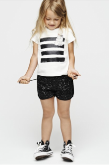 MOMOLO | moda infantil |  Camisetas Little Marc Jacobs, Pantalones cortos / Shorts Little Marc Jacobs, Deportivas / Zapatillas Little Marc Jacobs, niña, 20140208024217